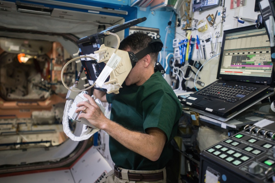 nasa-astronaut-shane-kimbrough-uses-a-virtual-reality-headset-to-train-for-upcoming-spacewalks