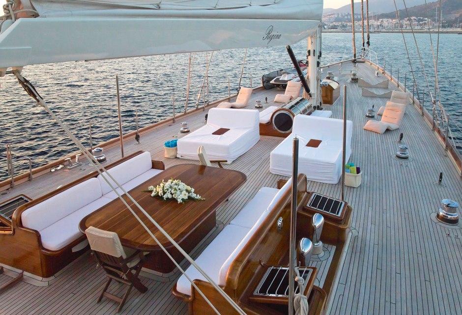 sailing-yacht-regina-foredeck
