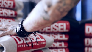 DIESEL_KNOCK-OFF_DEISEL_VIDEO'S FRAMES (5)